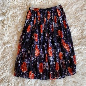 Never worn, adorable pleated skirt.